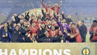 صورة مؤمن زكريا يرفع كأس دوري الأبطال