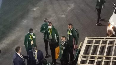 صورة طاقم تحكيم نهائي إفريقيا يصل إلى استاد القاهرة (صورة)